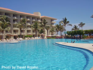 Crowne Plaza Los Cabos Beach Resort Pool